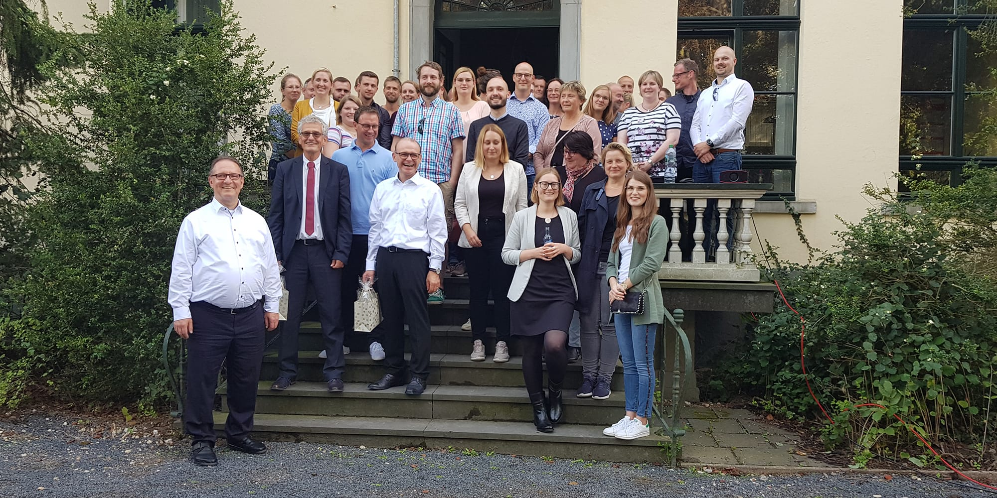 HIB Gruppenbild zum Firmenjubiläum